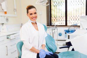 assistente alla poltrona studio odontoiatrico